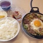 はるみ家 - すき鍋定食850円