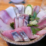 時海 - 時海丼1,200円にはこの日8種類の新鮮な魚介が!