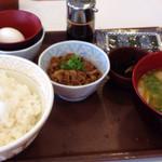 すき家 - 朝定食の「豚汁定食」に牛小鉢をプラス!