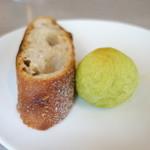 40068002 - バジルのパンとメルシーのバゲット