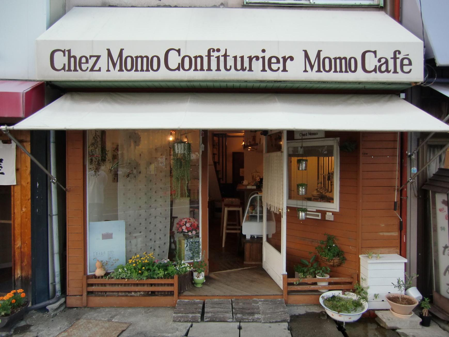 Momo Cafe name=