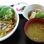 40070844 - 豚飯丼900円