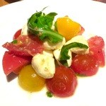40072576 - モッツァレラチーズとトマトのバジル風味
