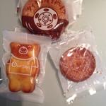 ウルソン - 焼きドーナツ メープル味 195円(税込) くまちゃんのおやつ 103円(税込) ガレットブルトンヌ 110円(税込)