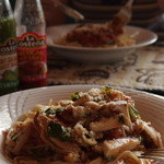 Cafe Bresse - 鶏の粒マスタード風味パスタ(手前)とツナと茄子のトマトソースパスタ