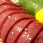 ホルモン道場 闘牛家 - 肉の甘みが凝縮!レバ刺し  ほぼすべての方が指名する名物が\770♪