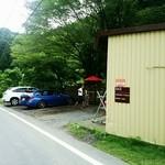 成木カフェ - 外観、駐車場