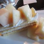 菓子と珈琲 朔 - 白桃のショートケーキ