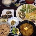 40083756 - 「じねん」さんメニュー「鱒刺身定食」「山菜天ぷら定食」