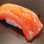 鮨 田なべ - 料理写真:鮪
