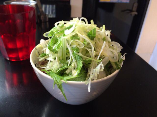 牛骨らぁ麺マタドール - サラダごはん トリュフ風味 320円