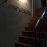 Erefantofakutorikohi - 裏路地にポツンと入り口の階段があります。