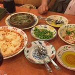 サイゼリヤ - 2015年7月。小エビのサラダ、マルゲリータ、エスカルゴ、青豆の温サラダ。