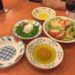 サイゼリヤ - 2015年7月。小エビのサラダ299円。青豆の温サラダ199円。