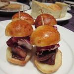 Domusu - ミニハンバーガー、お肉の替わりに鴨肉が使われてました。