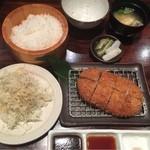 キムカツ - ■ キムカツ(ちーず):1,980円 ・炊き立てご飯 ・キャベツ ・お味噌汁 ・香の物付