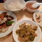 龍門新館 - 7セット(豚肉とキャベツの炒め+水餃子)本体900円