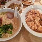 龍門新館 - Eセット(マーボー丼+叉焼麺)本体850円