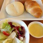 40094973 - セットのサラダ、スープと別購入のパン