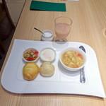 ユデロ 191フロム アル・ケッチァーノ - モーニングセット、キャベツのスープ、桃ジュース700円