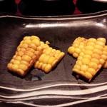 六本木モンシェルトントン - トウモロコシの鉄板焼です。関東産ですが、北海道産のトウモロコシより甘みが強い究極のスイートコーンです。