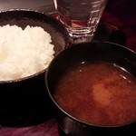 六本木モンシェルトントン - 魚沼産コシヒカリご飯と味噌汁です。
