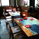 琉球焼肉なかま - 古民家調の店内(4名テーブル席)