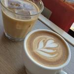 Unir - ドリンク写真:アイスカフェオレとカプチーノ