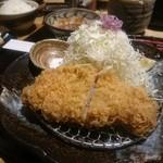 勝烈亭 - 六白黒豚ロースかつ膳、お好みで塩で食べれる