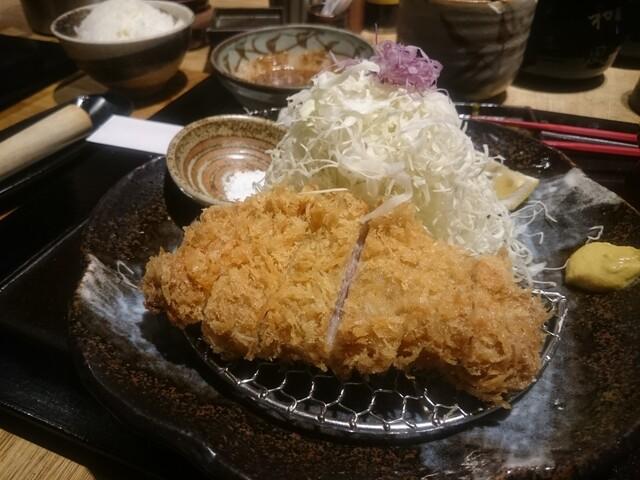 勝烈亭 新市街本店 - 六白黒豚ロースかつ膳、お好みで塩で食べれる