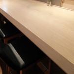 AKOMEYA厨房 - 綺麗な白木のカウンター