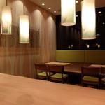 ファーストキッチン 笹塚店 - 店内テーブル席