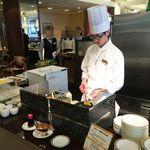 40105375 - 名古屋東急も高級ホテルの例にもれず、シェフがオムレツを作ってくれます