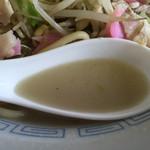 山口屋 - 2015年7月中旬  ちゃんぽんスープのアップ。灰色っぽい感じ。