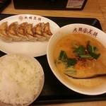 大阪王将 - 担々麺と餃子セット 1040円