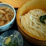 かいと - 桶うどん大盛り+武蔵野肉のつけ汁