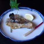 川魚・郷土旬菜 うおとし - なまずのヒレの塩焼