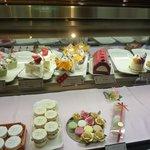 4011083 - 1階のケーキ売り場のウィンドウ