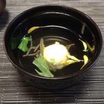 赤坂 あそび亭 - 白木耳と蓴菜の椀