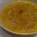 中国料理 「チャイナブルー」 - 干し貝柱、魚の珍味、筍、黄韮のとろみスープ