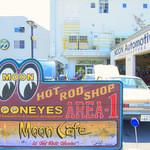 ムーンカフェ - 外観(駐車場側)