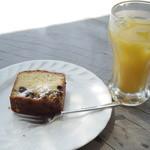 シャーレ水ヶ浜 - パウンドケーキとオレンジジュース