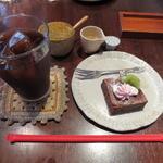 カフェ ヒメル - ベルギーチョコのラズベリーガトーショコラ&アイスコーヒー