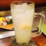 40122195 - 地元レモンの直絞り檸檬酎ハイ                       最高に旨い。