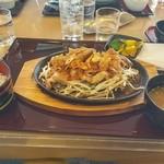 小田原城カントリー倶楽部 - さがみあやせ豚のスタミナ鉄板焼き(1500円)