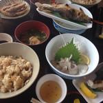 日田 鮎やな場 - 竹コース1500円ほど、竹コース2000円ほど 盛りだくさんで、観光での食事なのでお得ではないかもしれないけど、十分妥当です。