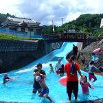竹田の中華そば こっとん - 魅力的な川の水を使ったプール
