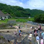 竹田の中華そば こっとん - 川遊びをする人々、中島公園名水河川プール。