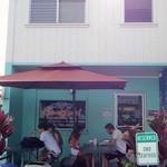 Ono Seafood - 店前にはテラス席があります。