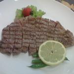 パレット - 料理写真:ランチサーロインステーキ(オージービーフ180g)塩コショウ
